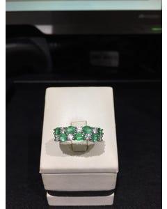 Anillo de Oro Blanco 14K con 44Pts de Diamante y Esmeralda