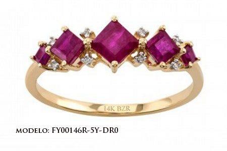 Anillo de oro amarillo con diamantes y rubí