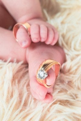 Argollas de matrimonio y bebé