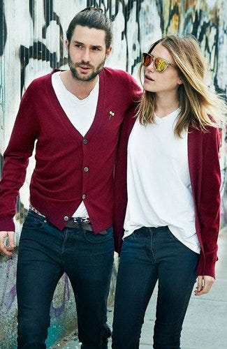 Pareja en suéter rojo / Pinterest